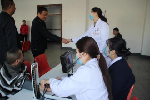 长春肤康同济医院联合长春市救助管理站开展公益活动