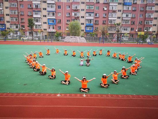 吉化第一实验小学校组建教师魅力跑团亮相吉马赛