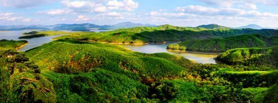 松花湖之夏。 费光宇 摄