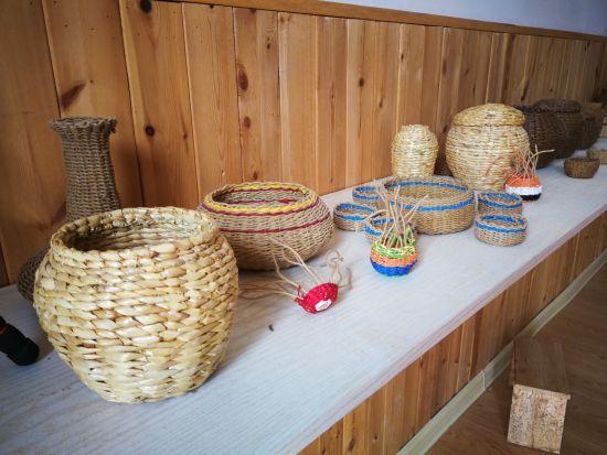 金达莱村自制的手工艺品图片