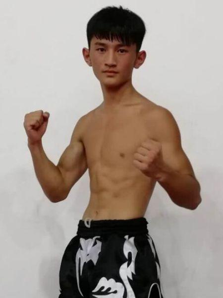 葛晨旭,19岁,武林风拳星一代65公斤冠军,泰国maxmuaythai60kg冠军