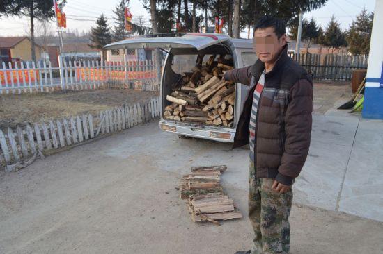 犯罪嫌疑人刘某车内盗伐的木��