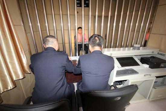 审讯犯罪嫌疑人