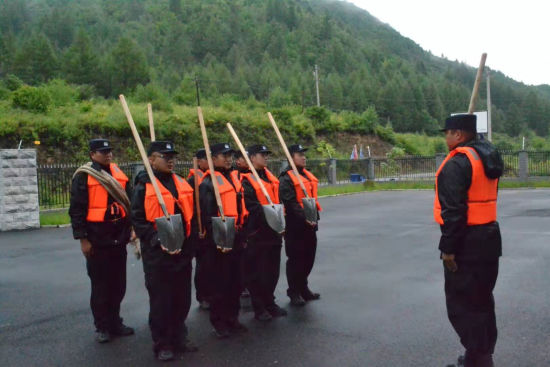 长白边境管理大队与辖区民兵开展防汛演练