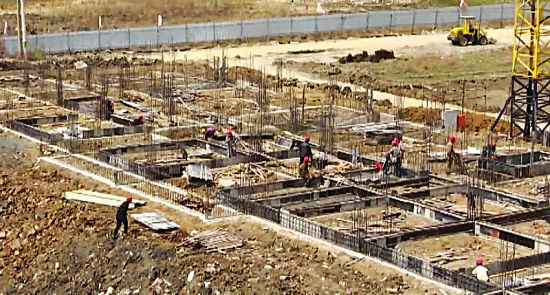 自4月15日复工以来,东北石油产品交易中心项目进展顺利,预计7月末可完成办公楼主体施工。【详细】