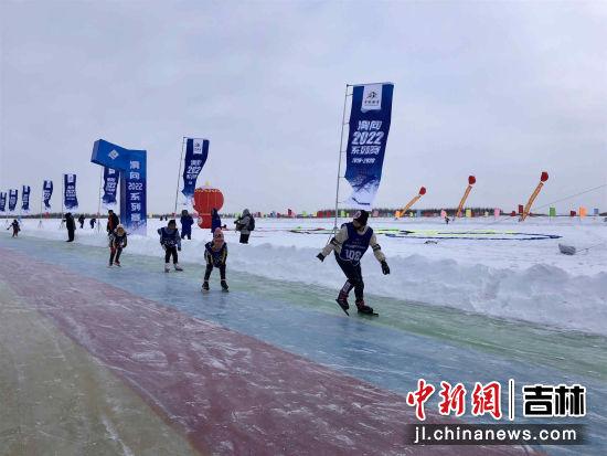 百余名滑冰爱好者齐聚吉林青少年选手赛中展风姿