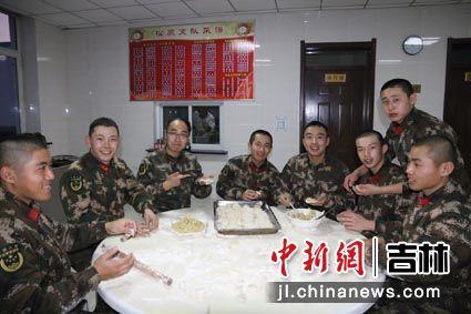 包年夜饭饺子