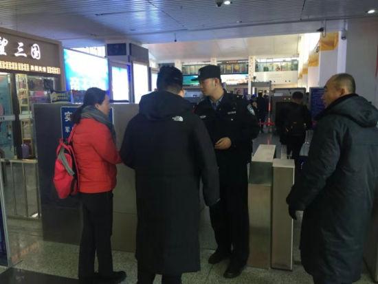 珲春铁路民警:日行2万步保春运平安