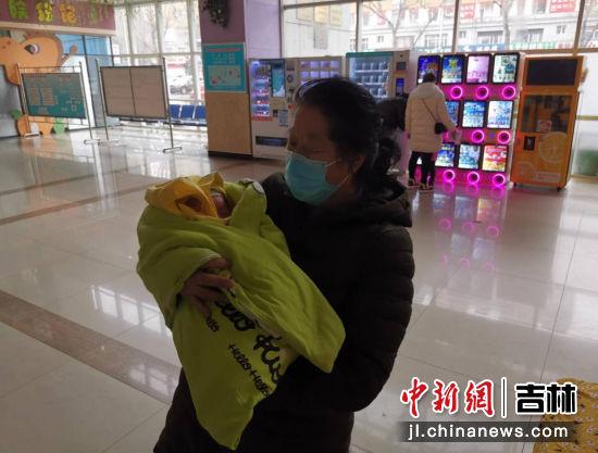 婴儿及家属及时赶到医院