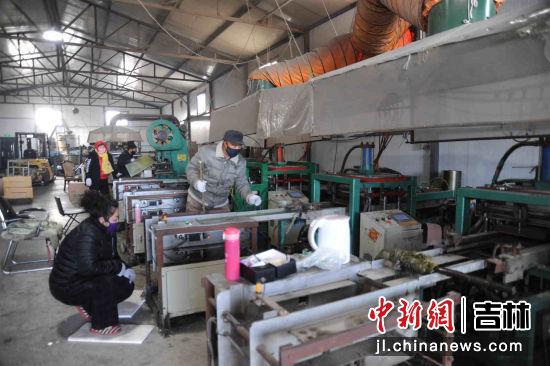 大屯镇鑫泉秧盘厂开工复工,生产优质秧盘供应稻农
