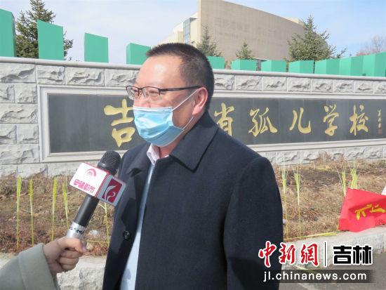 王志勇秘书长正接受媒体的采访