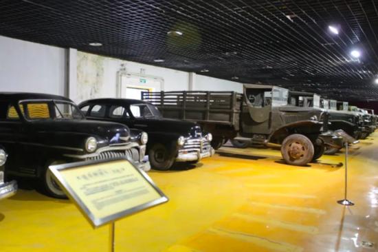 长影世纪城内道具车展览馆