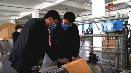 人社局相关负责人到吉林长白山包装材料有限公司指导 付杨 摄