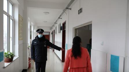 林泉派出所与学校组织防疫演练
