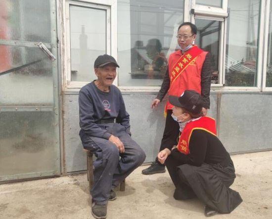 安图志愿宣传团为老人宣讲政策
