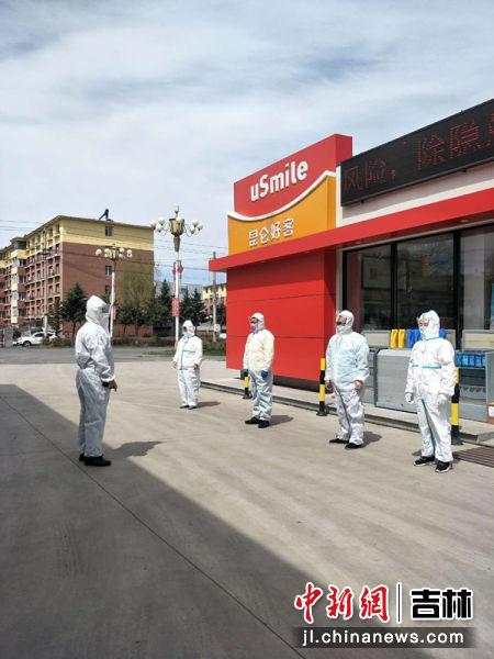 舒兰地区加油站员工全副武装上岗确保防控到位