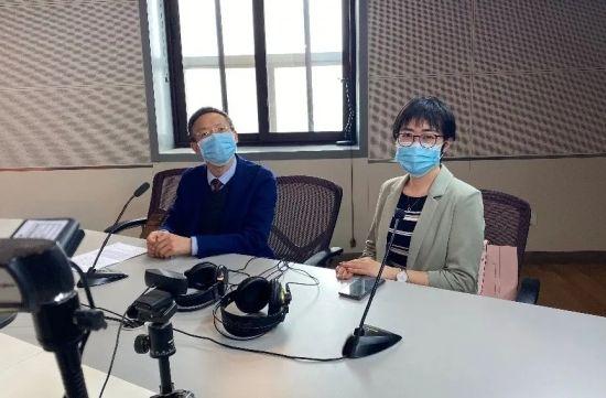 左为张晓东律师