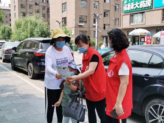胜利街南湖社区新时代文明实践站志愿者助力安全生产月宣传活动