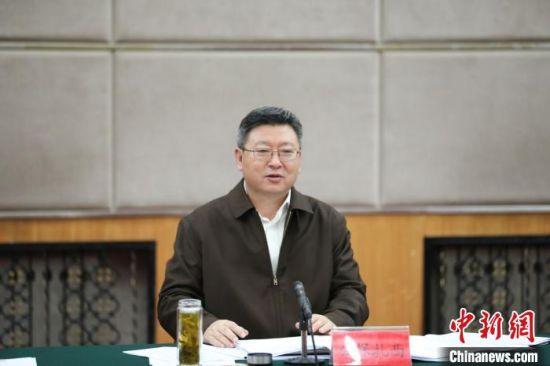 图为青海省委常委、统战部长、省政协党组副书记公保扎西讲话。 刘峰 摄