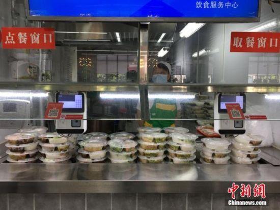资料图:某高校提供的打包餐食。 马芙蓉 摄