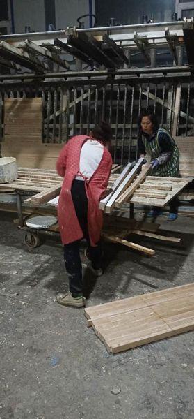 女木匠们正在合作 吉林市妇联 供图
