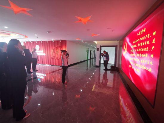 敦化市委组织部党支部到开发区非公党建指导服务中心开展主题党日活动