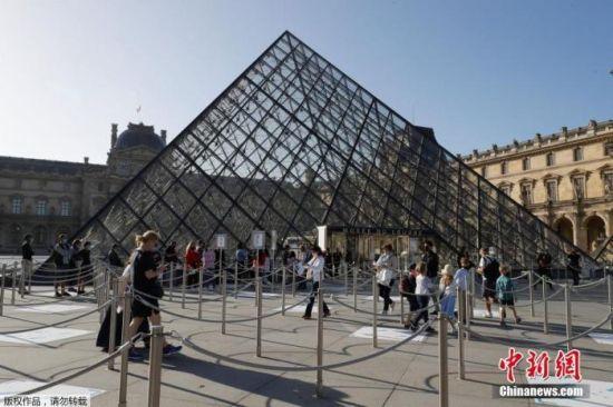 当地时间7月6日,据法新社报道,巴黎卢浮宫在闭馆了近4个月后重新开放,但受新冠疫情影响,部分区域仍向游客关闭。