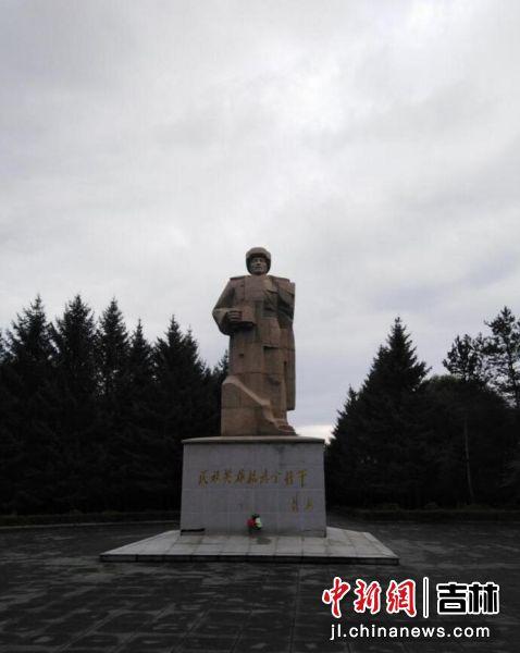 民族英雄杨靖宇将军塑像