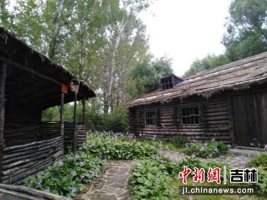 抗联密营里低矮的木屋