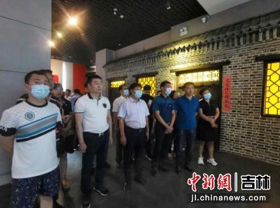 全体人员参观杨靖宇将军纪念馆