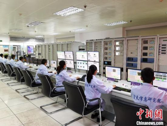 中国遥感卫星地面站喀什站接收数据工作现场。(中科院空天院 供图)