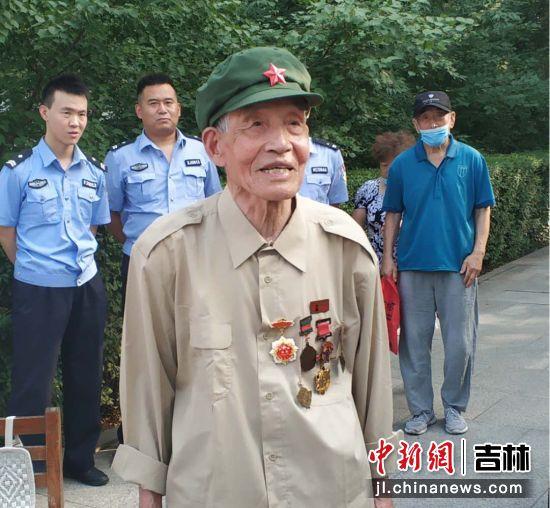 老兵张洪福讲述自己的传奇经历