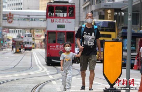 资料图:香港中环街头。 中新社记者 张炜 摄