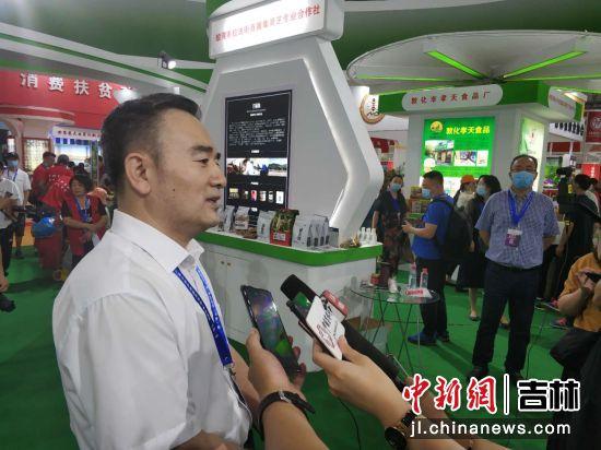 吉林省供销合作社理事会副主任明伟立接受采访 王海龙/摄
