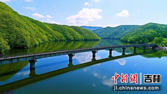 红石湖 桦甸市委宣传部/供图