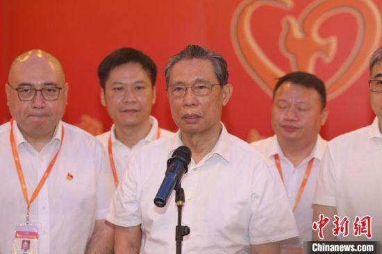 钟南山:新冠肺炎患者康复后二次感染为个别现象 梁玮培 摄