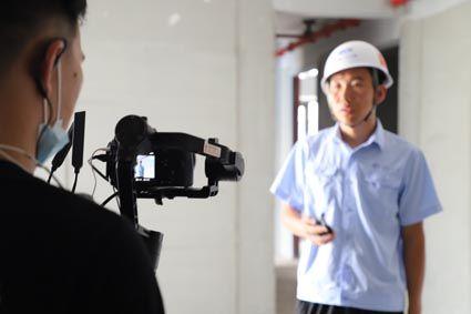 项目人员现场检查工程实体质量
