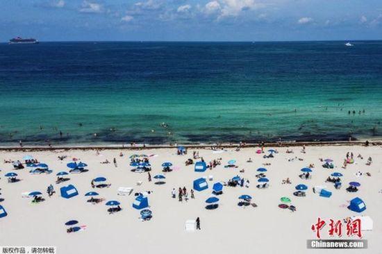 资料图:当地时间6月10日,佛罗里达州迈阿密海滩关闭近三个月后首次开放。