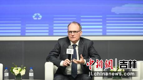 一汽-大众(技术)副总经理迪亚德介绍企业在绿色环保方面的成果及规划