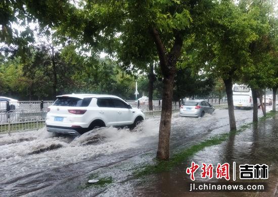 """""""美莎克""""过境,长春街道积水严重。(资料图)陈丹/摄"""