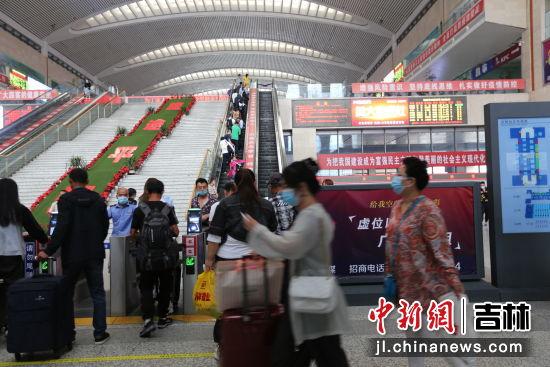 车站内滞留旅客 吉林铁路警方/供图