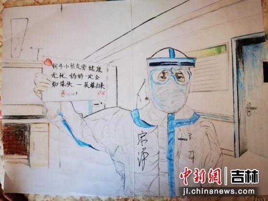 王子暄同学用画笔还原感人一幕。周明宇/供图