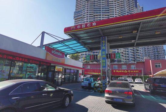 昆仑好客便利店已成为中国石油加油站的标配 李林燕 摄