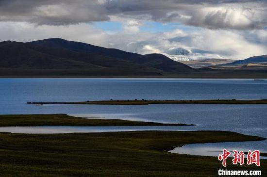 图为位于西藏山南市的普姆雍措。(资料图) 何蓬磊 摄