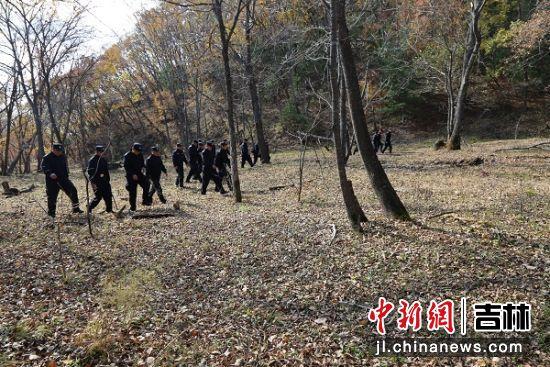 民警正在巡护 珲春森林公安局/供图