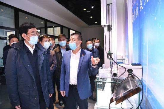 10月21日,巴音朝鲁在长春盛昊电子有限公司调研,了解企业生产经营情况