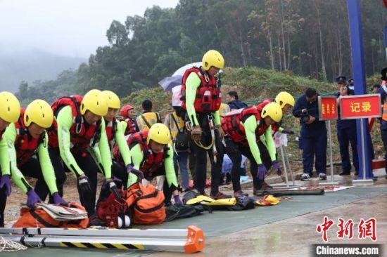 来自全国11个总队特种救援大队共110名指战员在为期5天的时间里展开激烈角逐。 福建省森林消防总队供图