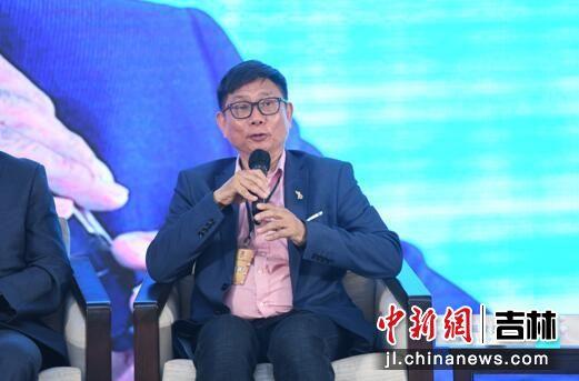 澳门饮食业工会理事长苏伟良在论坛上发言。
