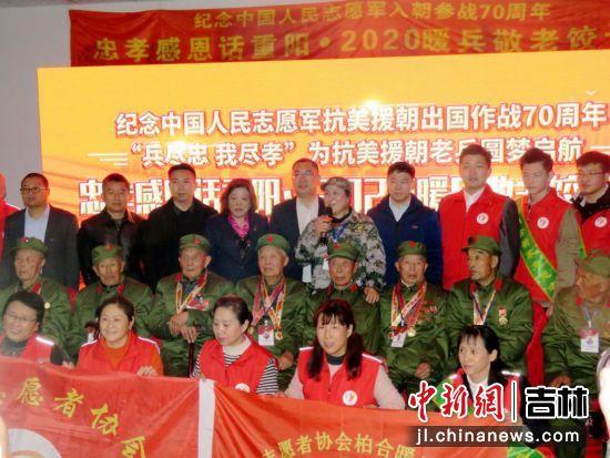 来自社会各届的志愿者用爱心共助饺子宴的成功举行 海龙/供图