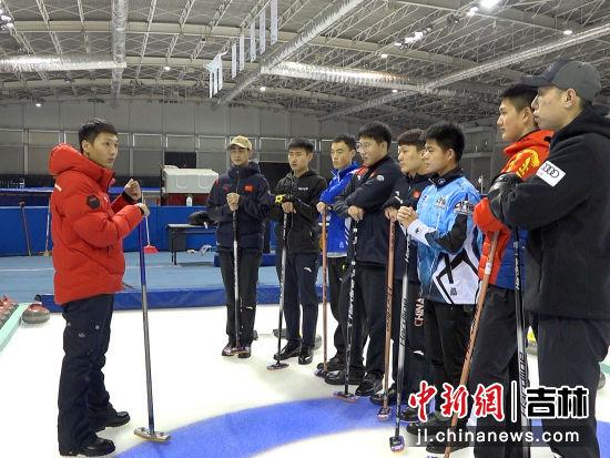 吉林省冰壶队训练中。郭佳/摄